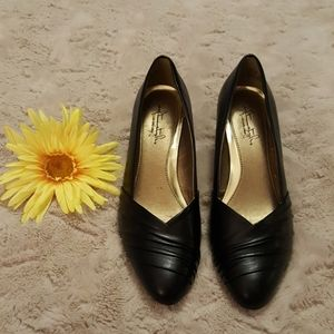 "NWOB BLACK 2.5"" pumps Hush Puppies sz 9M"